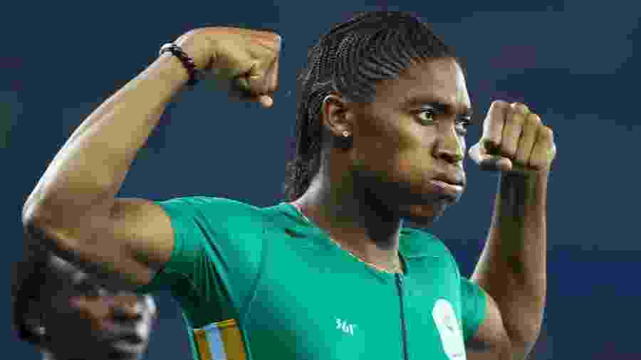 Federação pede controle hormonal para atletas com distúrbio, caso da campeã Caster Semenya (de verde)  - LUCY NICHOLSON/REUTERS