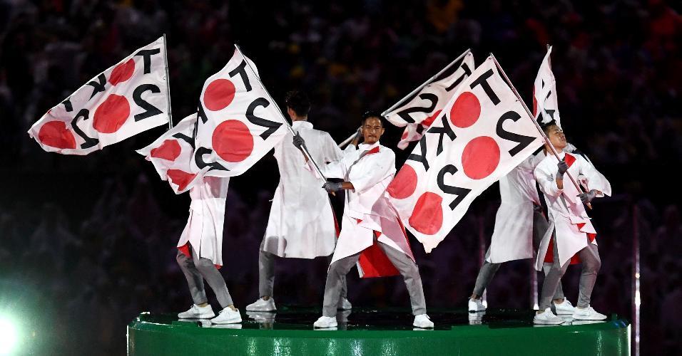 Dançarinos fazem menção aos Jogos de Tóquio, que acontecerão em 2020