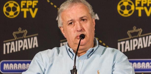 Roberto de Andrade citou multa contratual ao falar na manutenção do elenco