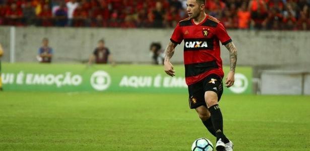 Fora dos planos de Mano, Eugenio Mena rescindiu com o Cruzeiro