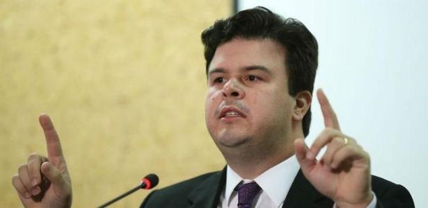 Ministro de Minas e Energia, Fernando Bezerra Coelho Filho (PSB-PE), é filho do senador Fernando Bezerra Coelho (PMDB-PE), que se aproximou da Vale
