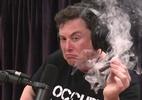 Nasa investigará uso de drogas na SpaceX e Boeing - Elon Musk fuma maconha durante uma entrevista (Reprodução/Youtube)
