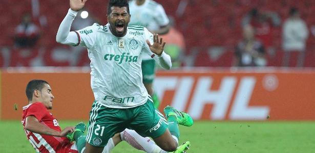 Thiago Santos marcou o gol que classificou o Palmeiras