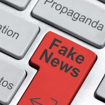 Imagem ilustrativa de teclado projetando fake news - Divulgação