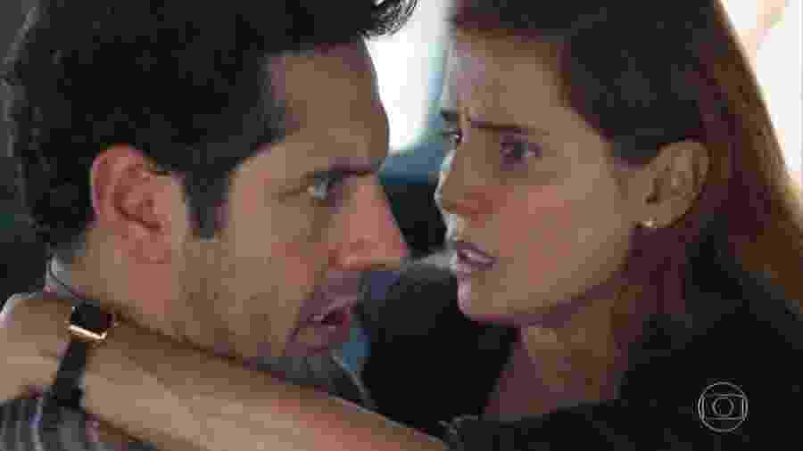 Zezinho (João Baldasserini) e Alexia (Deborah Secco) em Salve-se Quem Puder (Reprodução/TV Globo). - Reprodução/TV Globo