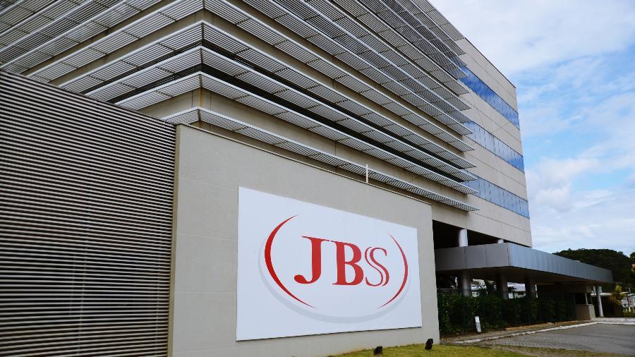 JBS é multada nos EUA por não proteger funcionários do covid-19 - Shutterstock