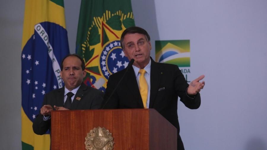 """""""Tem que deixar de ser um país de maricas"""", diz Bolsonaro sobre covid-19                       - WALLACE MARTINS/ESTADãO CONTEúDO"""