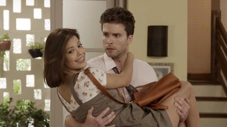 Kyra (Vitória Strada) e Alan (Thiago Fragoso) em Salve-se Quem Puder - Reprodução/TV Globo