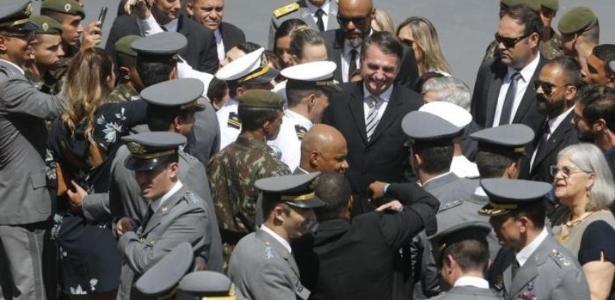 Balaio do Kotscho | O estrago que Bolsonaro faz na imagem das Forças Armadas