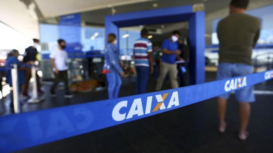 TV: Agências da Caixa têm filas em 1º dia de auxílio emergencial 2021 -                                 Marcelo Camargo/Agência Brasil