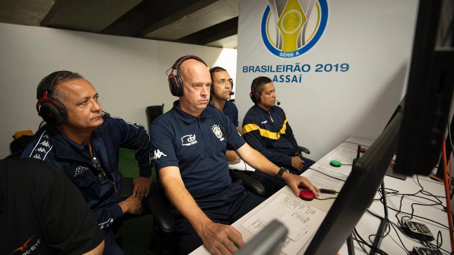 VAR: por custo e segurança tecnologia pode ser sacrificada no futebol brasileiro em 2020 - Divulgação