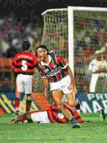 Renato comemora gol do título na final carioca de 1995, reprisada pela Band - Reprodução / Internet