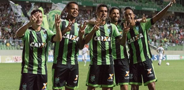 Jogadores do América-MG festejam mais uma vitória na Série B