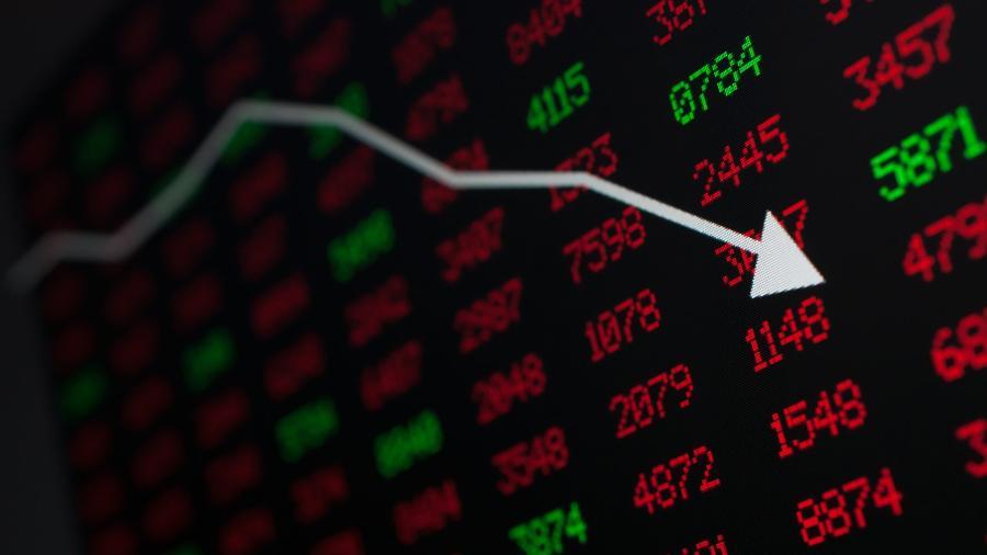 Ibovespa abre em queda e perde os 100 mil pontos; dólar dispara mais de 1% - Shutterstock