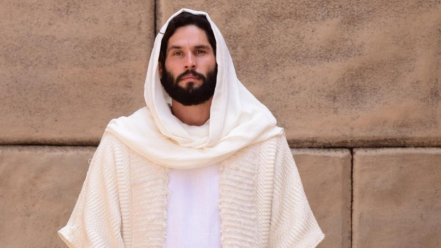 Dudu Azevedo interpreta Jesus na novela da Record TV - Blad Meneghel/ Record TV