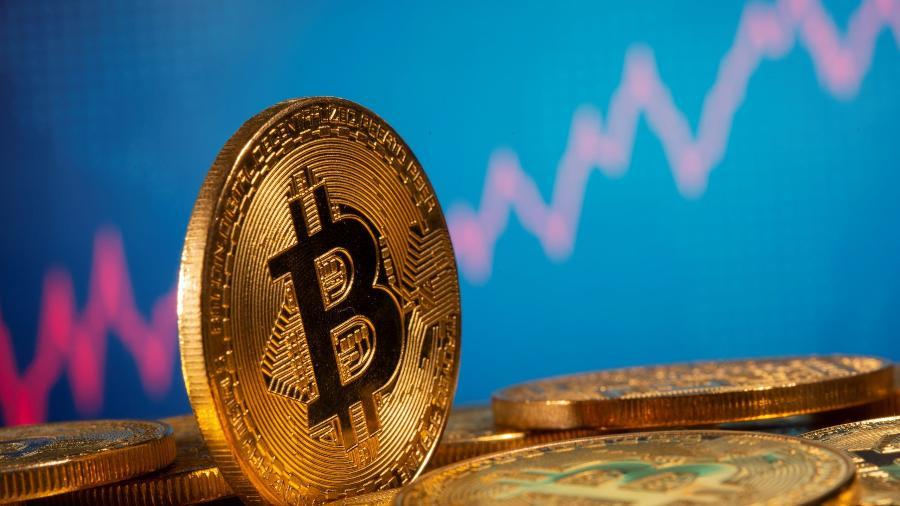 Bitcoin atinge mínima em 3 meses, mas se recupera com tuítes de Musk - Dado Ruvic/Reuters