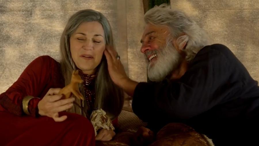 Sara (Adriana Garambone) e Abraão (Zé Carlos Machado) em Gênesis (Reprodução/Record TV) - Reprodução / Internet