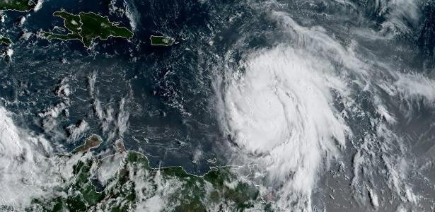 Furacão Maria atingiu ventos de até 257 quilômetros por hora enquanto se encontrava a apenas 25 quilômetros de Dominica