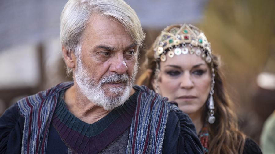 Zecarlos Machado e Adriana Garambone como Abraão e Sara em Gênesis (Edu Moraes / Record TV) - Reprodução / Internet