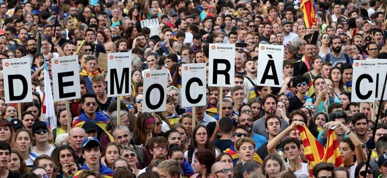 Governo espanhol reforça segurança na Catalunha por eleições nacionais - Getty Images / Sandra Montanez / St