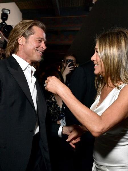 Brad Pitt se desculpa com Jennifer Aniston e ex-casal está se amando - Reprodução / Internet