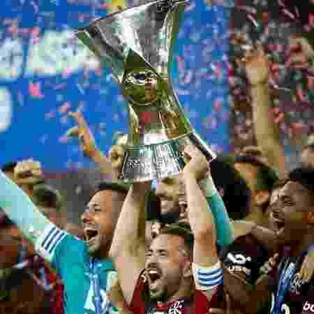 Elenco do Flamengo comemorando título de Campeão Brasileiro de 2019 - GettyImages