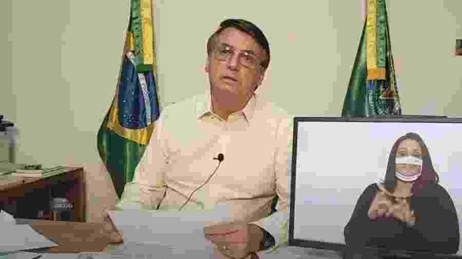 O presidente Bolsonaro na live de quinta-feira: desfile de ideias fixas - REPRODUÇÃO DE VÍDEO