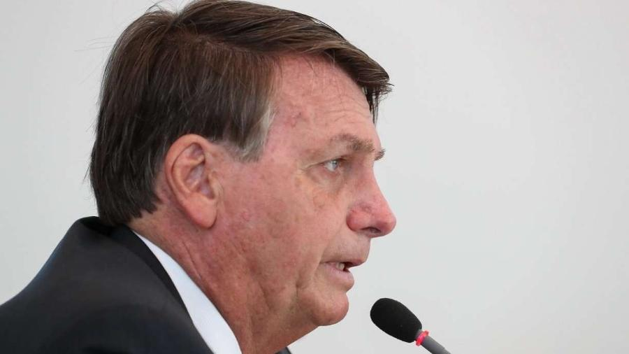 Bolsonaro admite negociar volta de auxílio emergencial - Por Ricardo Brito
