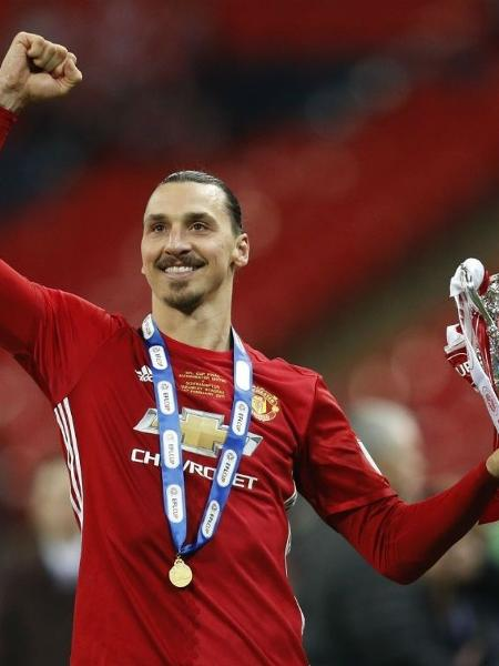 Ibrahimovic deve voltar a jogar somente em janeiro do próximo ano - Darren Staples/Reuters
