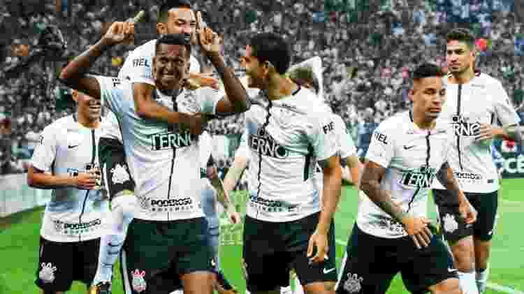 Jô no Corinthians -  -