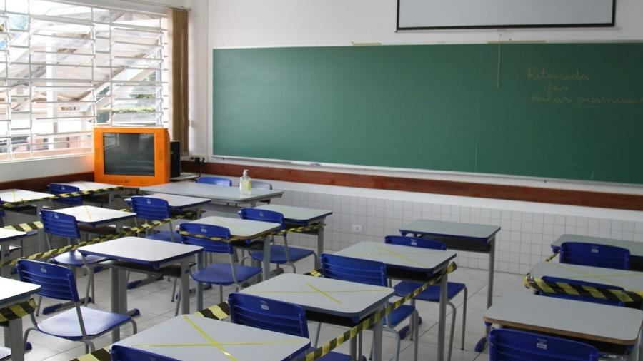 Abaixo-assinado de pais de alunos pede a volta às aulas presenciais em escolas do PR      -  Gerson klaina/Tribuna do Paraná