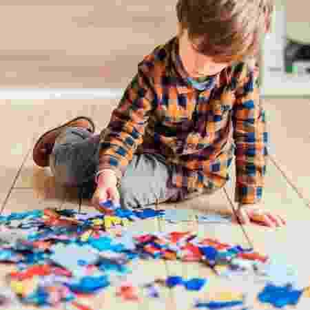 Criança com autismo tenta juntar as peças - Canaltech - Canaltech