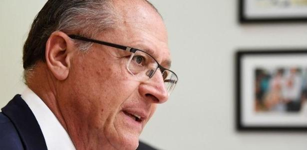Alckmin durante debate na TV Aparecida