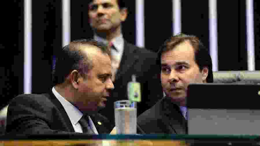 O relator da reforma Trabalhista de Temer, Rogério Marinho, atual secretário da Previdência, conversa com o presidente da Câmara, Rodrigo Maia