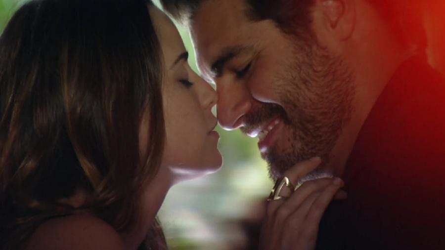 Ana (Fernanda Vasconcellos) e Lúcio (Thiago Lacerda) em A Vida da Gente (Foto: Reprodução/Globo) - Reprodução / Internet