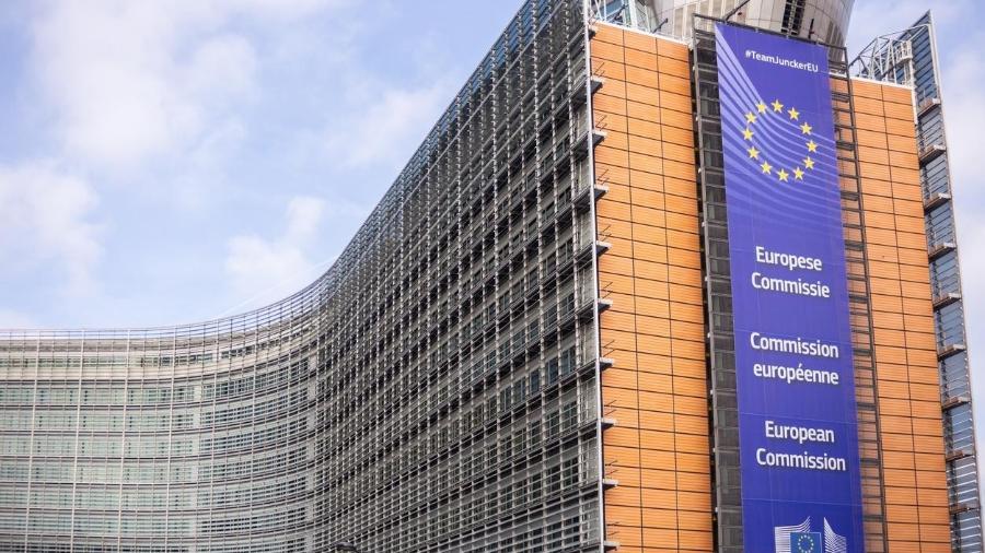 Comissão Europeia cria mecanismo para poder bloquear exportação de vacinas - Exclusive Lab/iStock