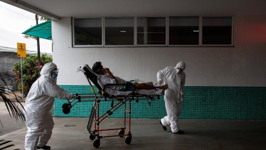 Manaus está enfrentando uma escassez de oxigênio e leitos para pacientes com covid-19                              -                                 MICHAEL DANTAS/AFP