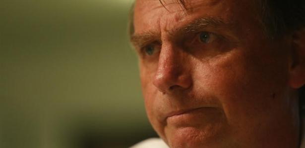 De acordo com revista, ex-mulher acusou Bolsonaro de furtar cofre e ocultar patrimônio