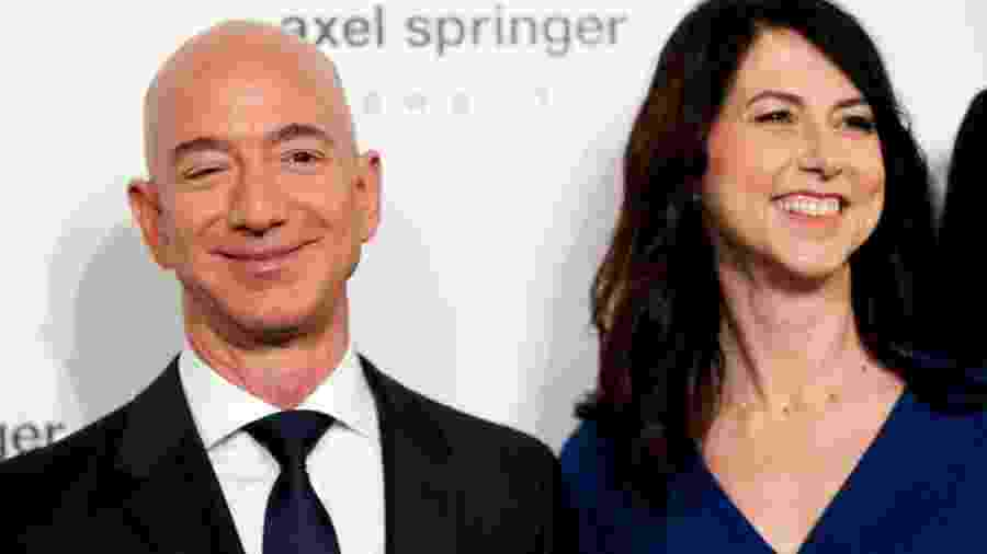 Jeff Bezos e a ex-esposa McKenzie Bezos  -
