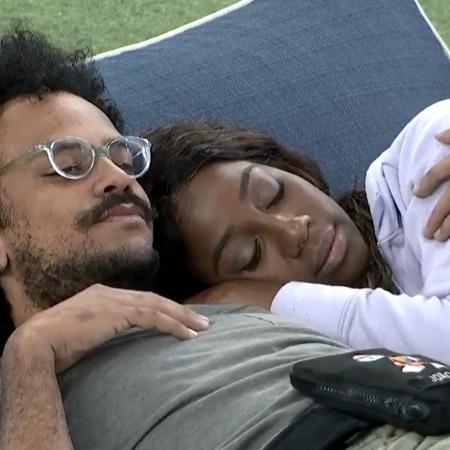 João Luiz e Camilla de Lucas conversam no BBB 21 (Reprodução/Globoplay) - Reprodução / Internet