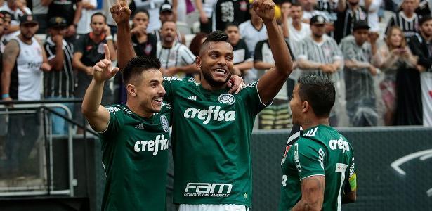 Borja e Willian comemoram gol do Palmeiras contra o Corinthians