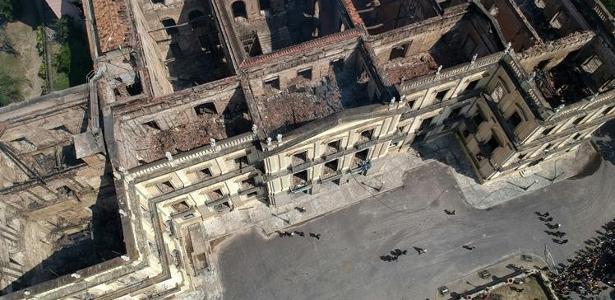 Imagem aérea mostra o dano causado pelo incêndio no Museu Nacional - Imagem aérea mostra o dano causado pelo incêndio no Museu Nacional (AFP PHOTO / Mauro Pimentel)
