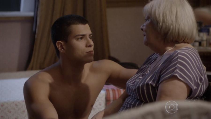 Duca (Arthur Aguiar) e sua avó, Dalva (Iná de Carvalho) em Malhação - Sonhos (Reprodução / Globo) - Reprodução / Internet