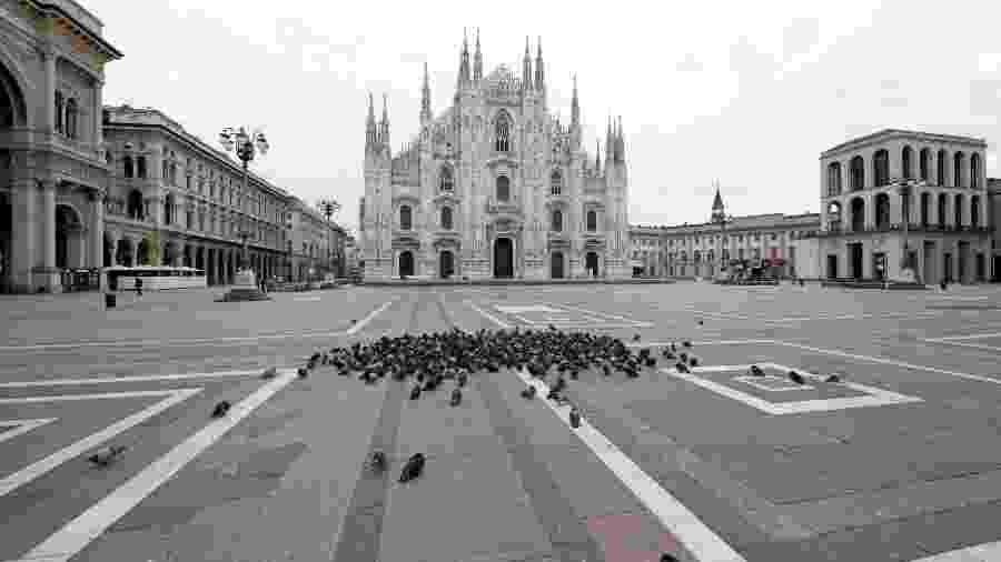 Duomo de Milão vazio durante a vigência da quarentena na Itália - Shutterstock