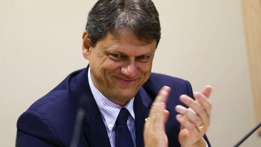 O ministro da Infraestrutura, Tarcísio Gomes de Freitas, durante cerimônia para assinatura de portarias que vão alterar as áreas de poligonais de 16 portos organizados do Brasil. - Reprodução