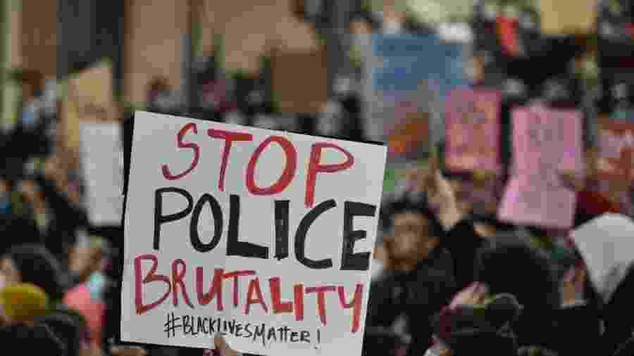 Protesto nos Estados Unidos por pedido de justiça pela morte de George Floyd e contra a violência policial - PETER PARKS / AFP