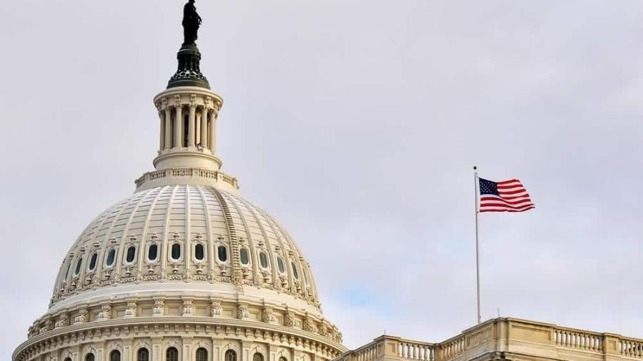 Chefes do Facebook, Google e Twitter depõem no Senado dos EUA - Alexandr Junek Imaging/Shutterstock