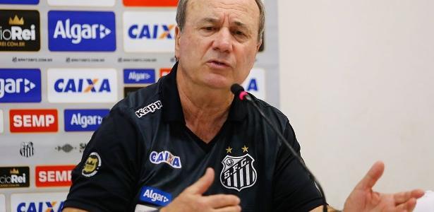 Levir Culpi trabalhou a parte ofensiva no treinamento desta sexta-feira em Santos