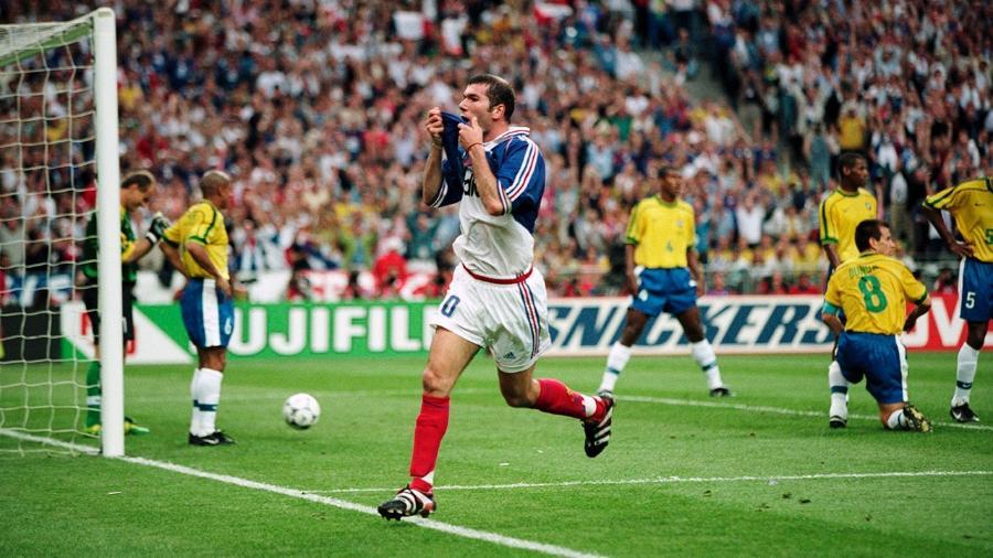 6a594644163f0 Mistério faz camisa usada por Zidane na final de 98 ser retirada de leilão