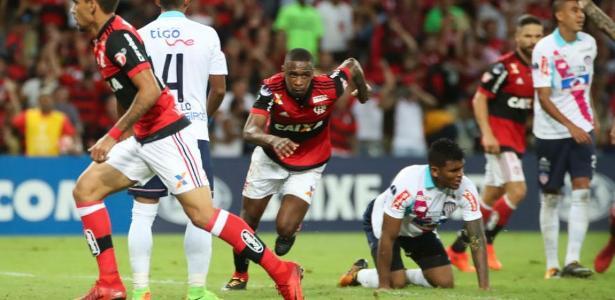 O zagueiro fez o gol de empate, já na etapa final - false